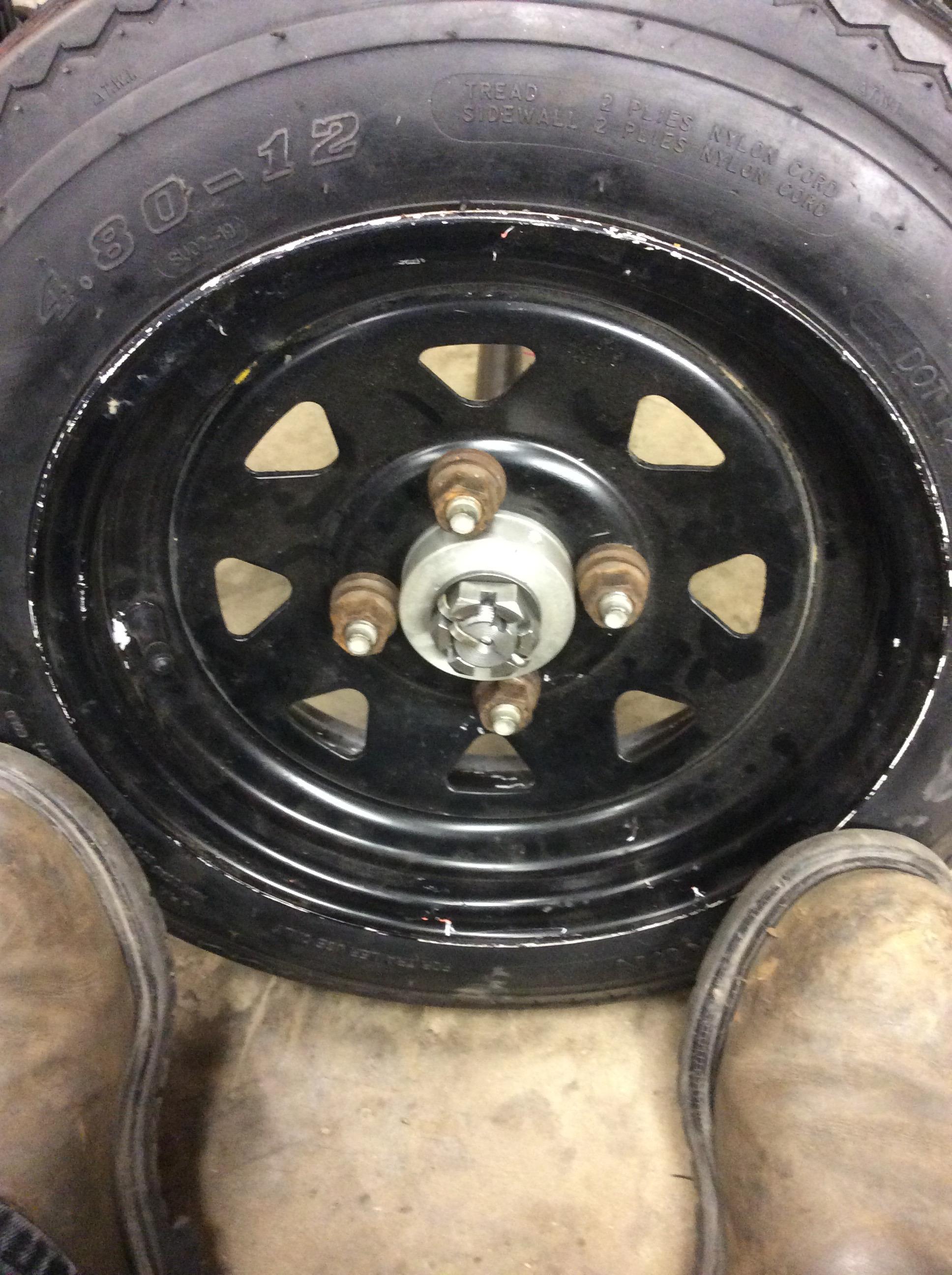 Picture of Driven & Idler Wheel, Hub, Axle Shaft Assemblies