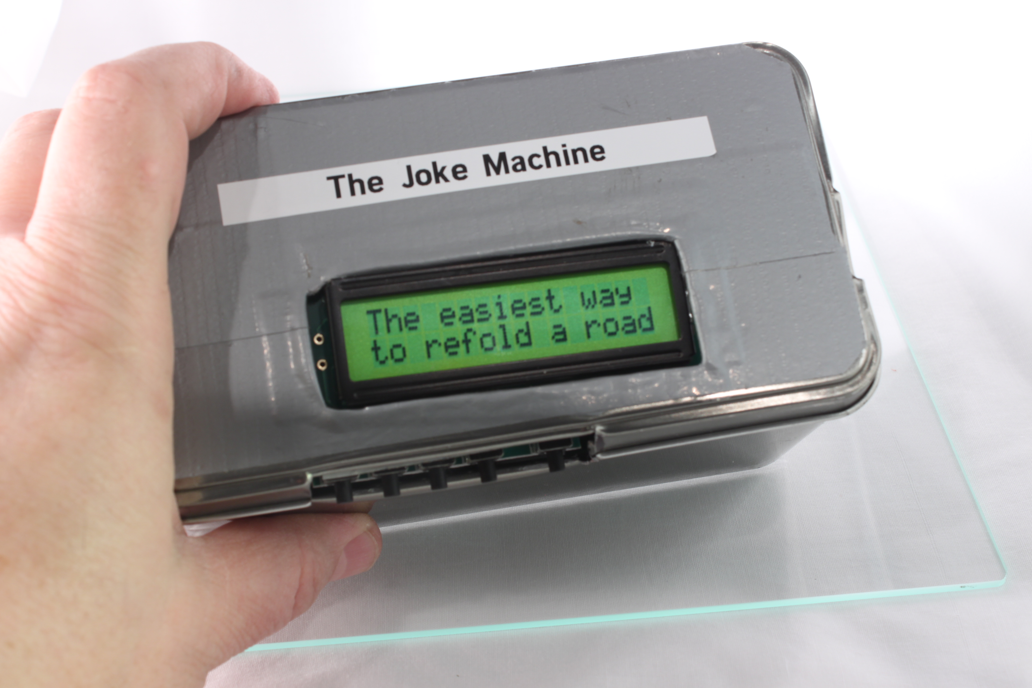 The Raspberry Pi Powered Joke Machine: 4 Steps (with Pictures)
