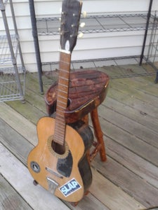 Guitar Stand-ool