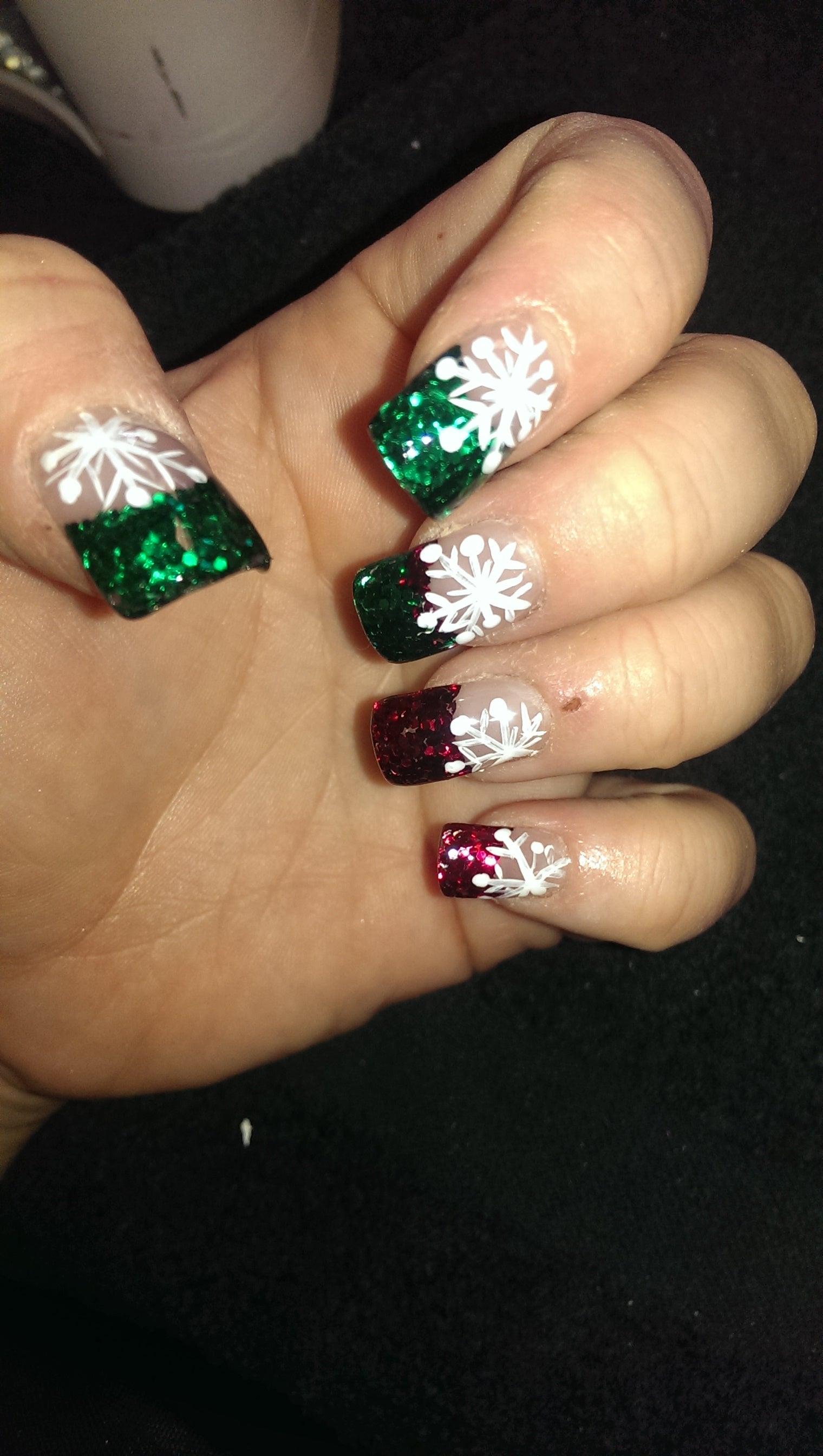 Easy Snowflake Nail Art: 5 Steps