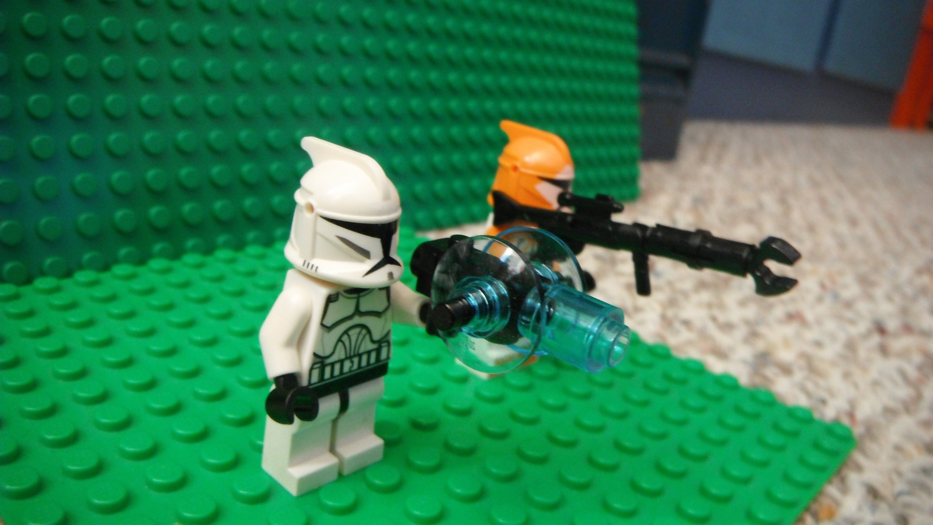 Picture of How to Make a Super Easy Lego Minifig Sonic Shotgun+Claw Rifle