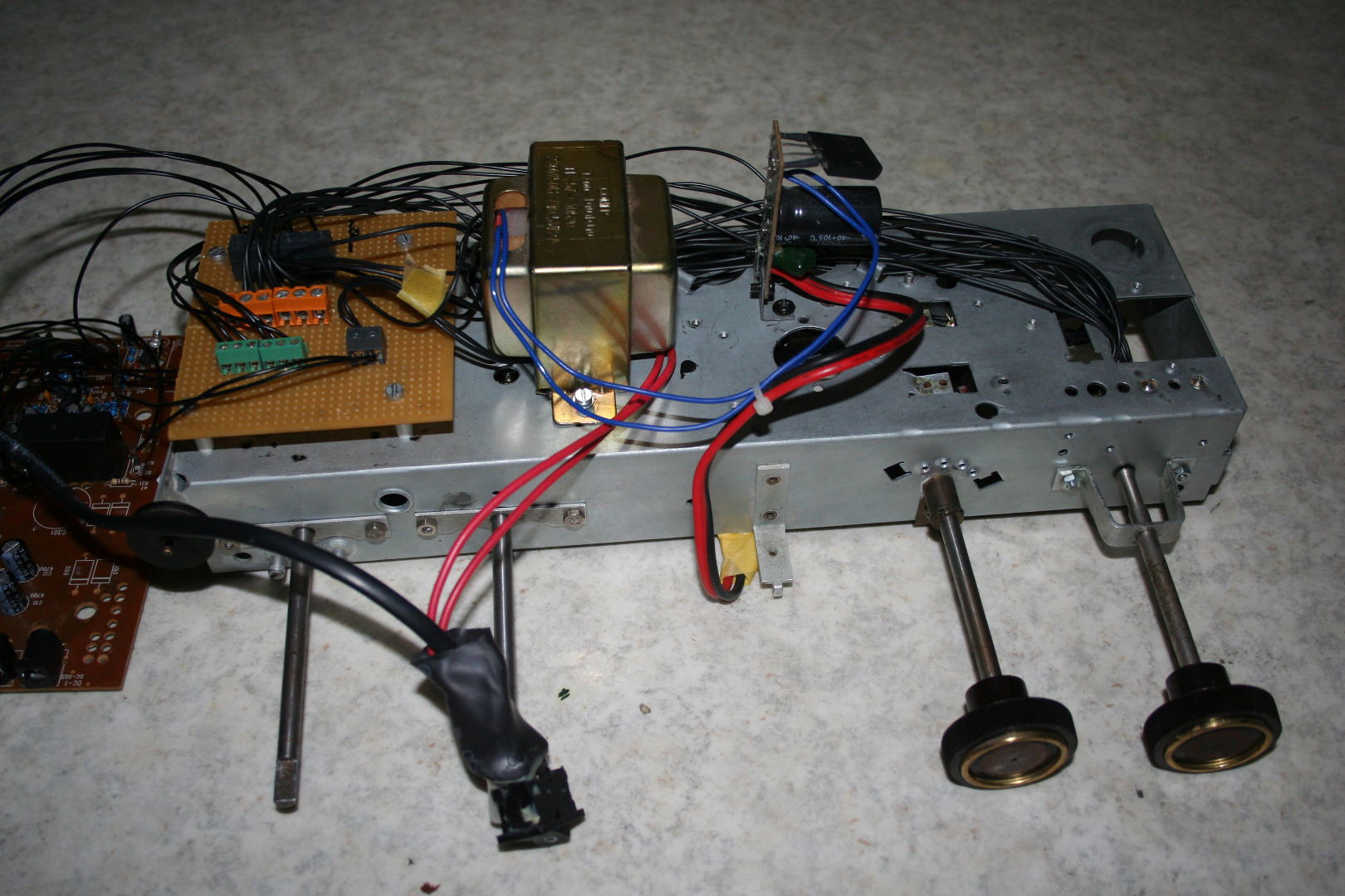 Picture of Preparing the Amplifier and Hook It Up