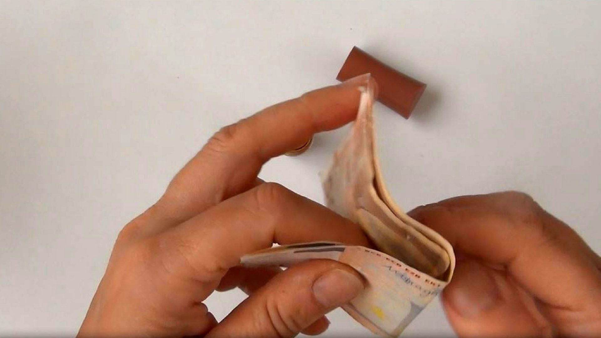 Picture of Folding the Banknotes