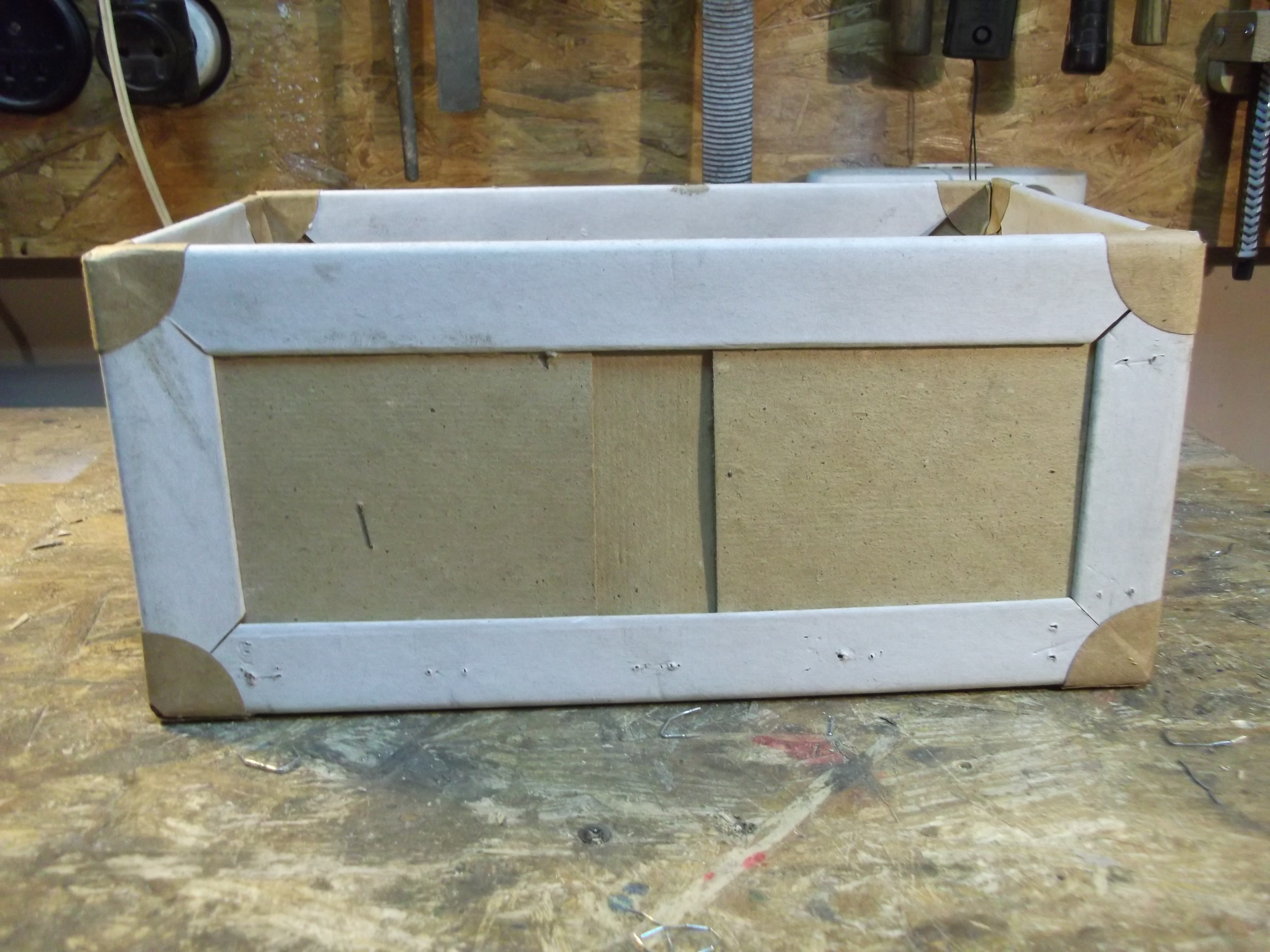 Picture of Fixing/Making/Reinforcing Boxes With Packaging Waste