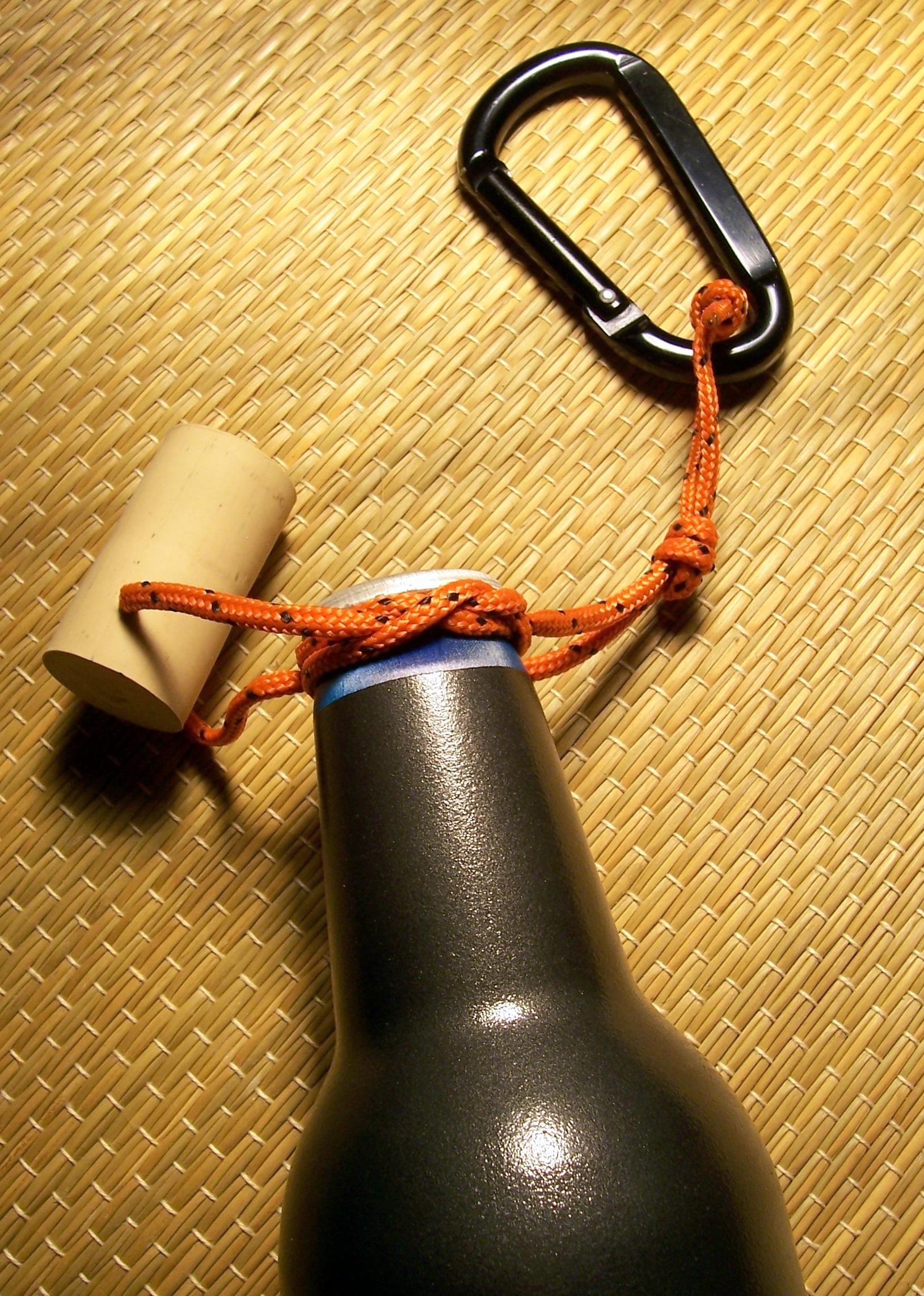 Picture of Carry Any Bottle With a JUG KNOT Handle
