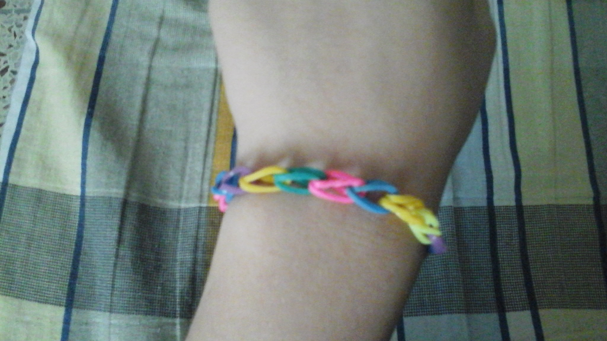 Picture of Loom Band Bracelet Using Fingers