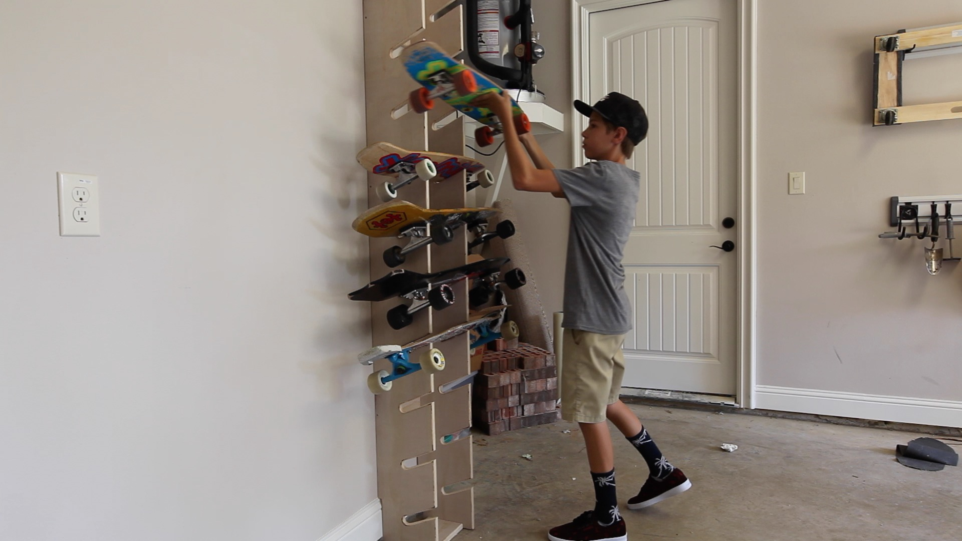 Picture of Using the Skateboard Display Rack