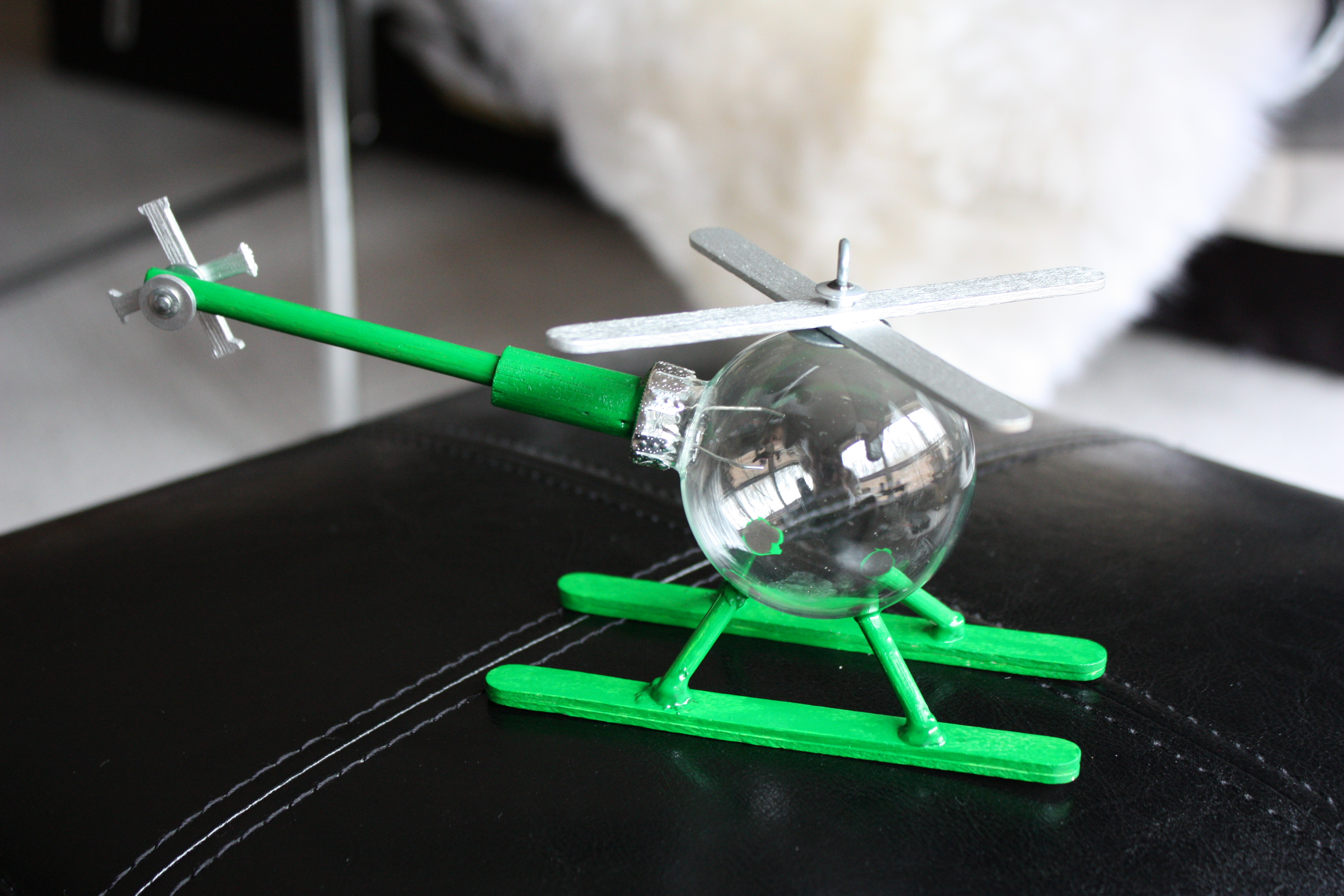 Picture of How to Make a Helicopter Ornament