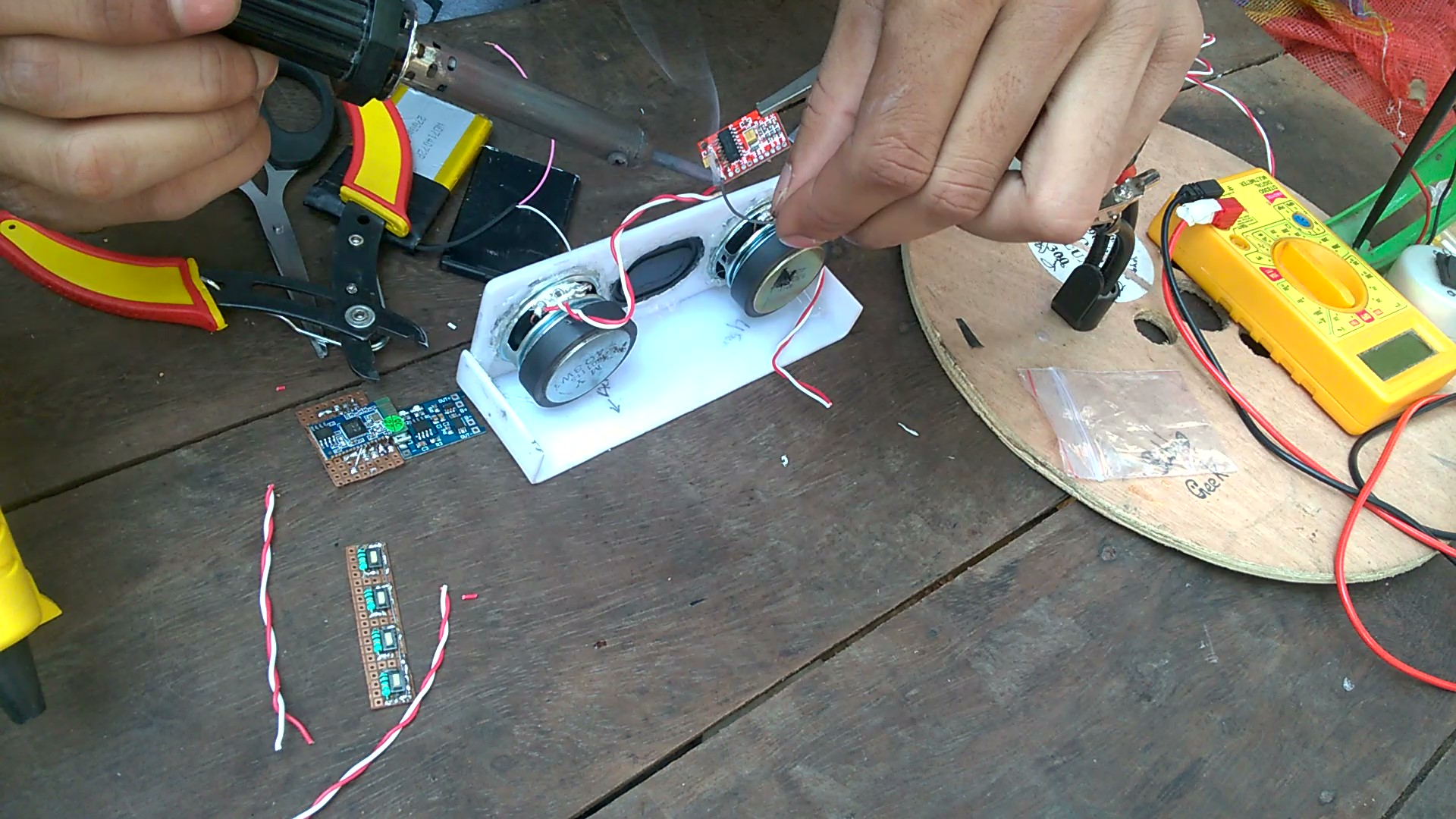 Picture of Soldering Speakers, Amplifier and Bluetooth Module