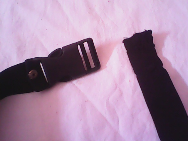 Picture of INSERT THE ELASTIC BELT INTO TORCH LIGHT HEAD