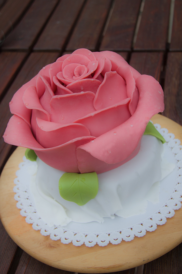 Picture of Giant Rose Cake
