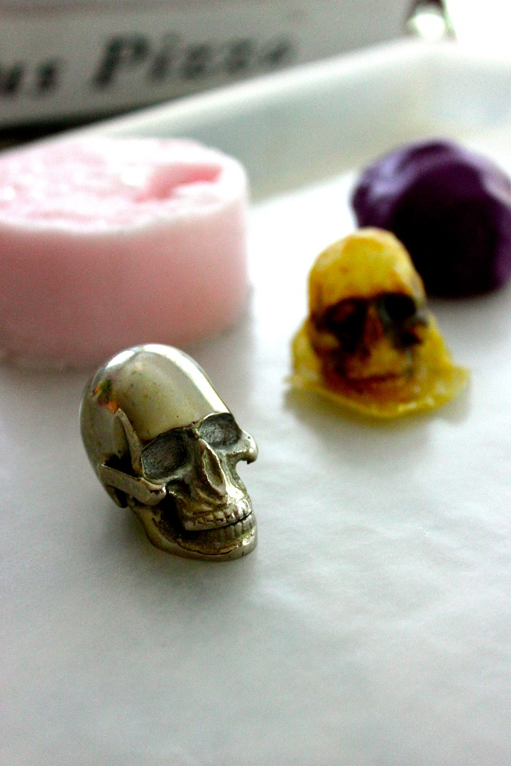 Picture of 4 Ways of Creating Custom Rubber Molds (Halloween Skull Edition!)