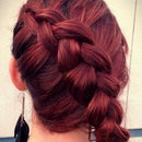 How To:Signature Katniss Braid