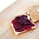 How to make a Peanut Butty Jelly Sandwich