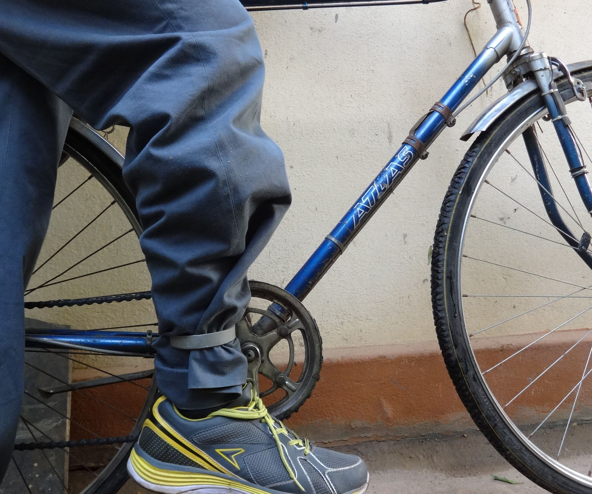 Protect your pants from the Bicycle chain Bike Trouser Clips Steel Leg Bands