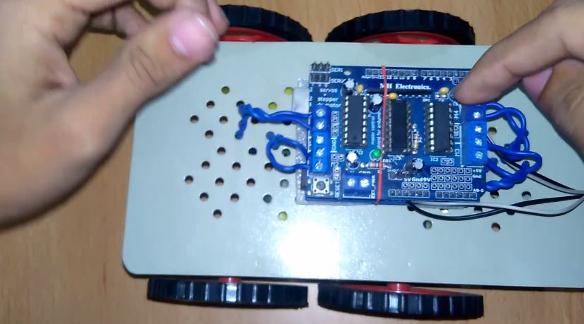 Picture of Connect Motor Wires in Motor Shield As Shown in Pic