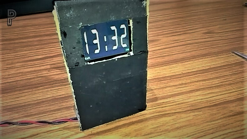 Picture of How to Make a Very Simple DIGITAL CLOCK Out of Old Mobile Phone.