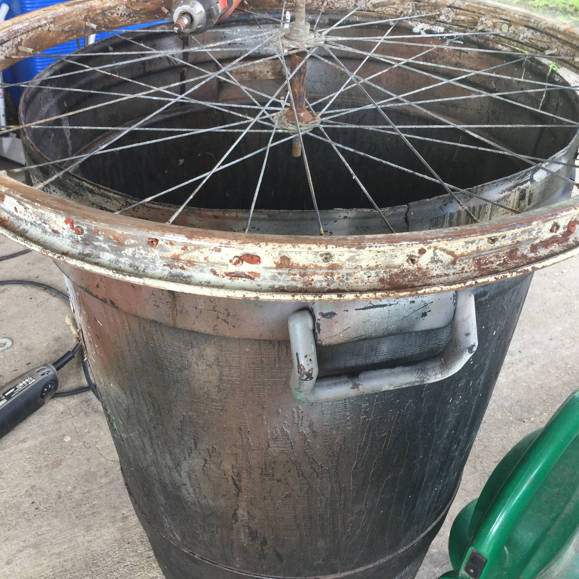 Picture of Getting the Rim Free of Rust