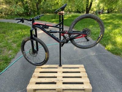 Bike Repair Stand Using a Pallet