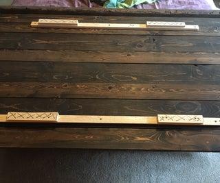 用法式夹板安装一个床头板