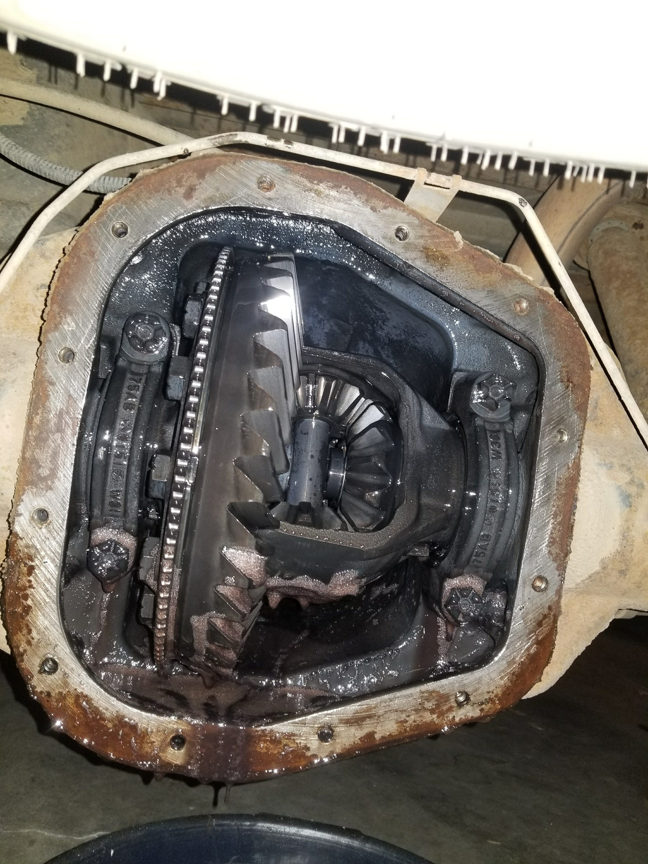 Picture of Revoming Differential Cover