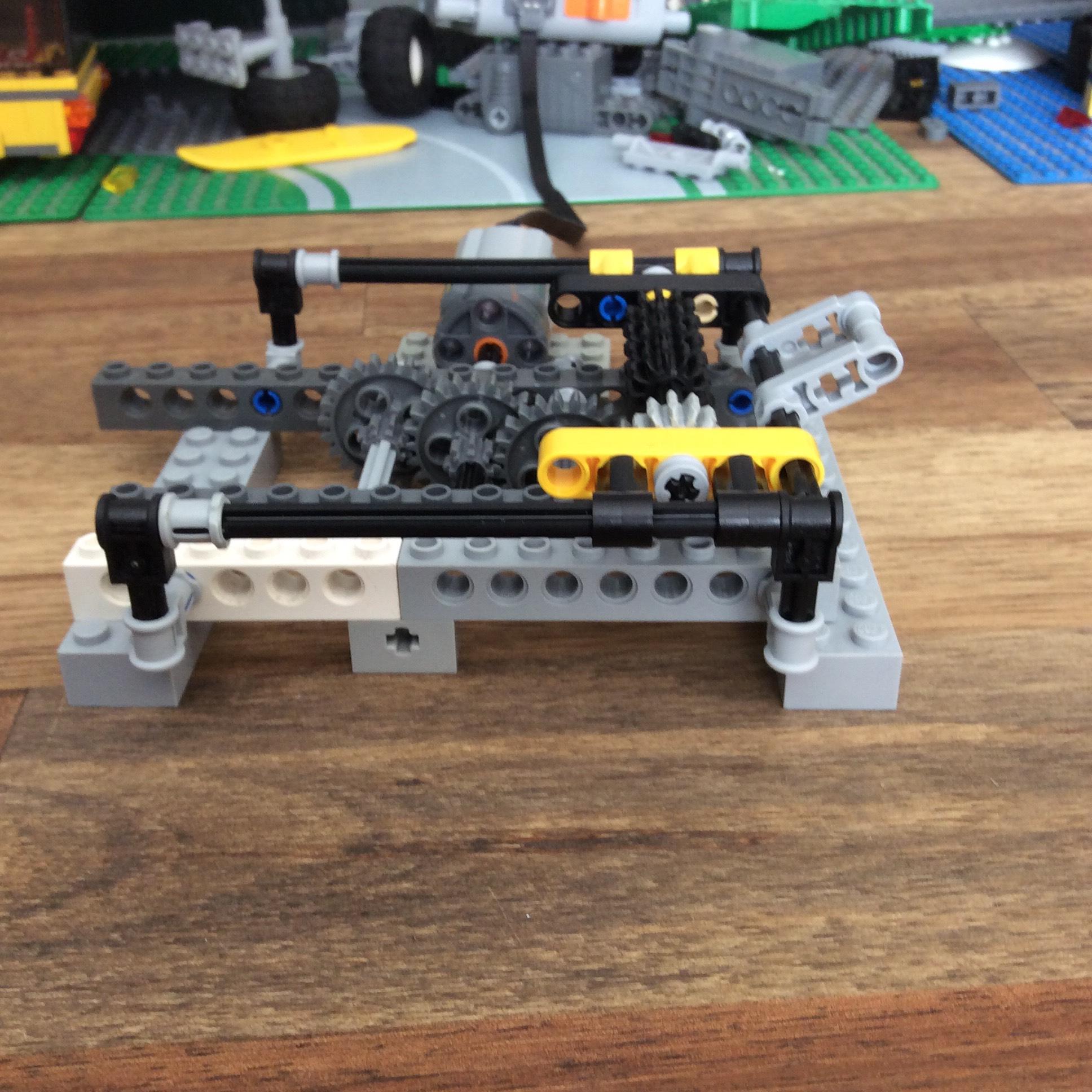 Lego 4 New Black Technic Gearbox 4 x 4 x 1 2//3 Pieces