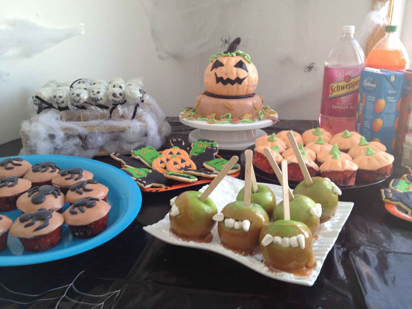 Picture of Party Table and House Decoration Idea: Halloween Party