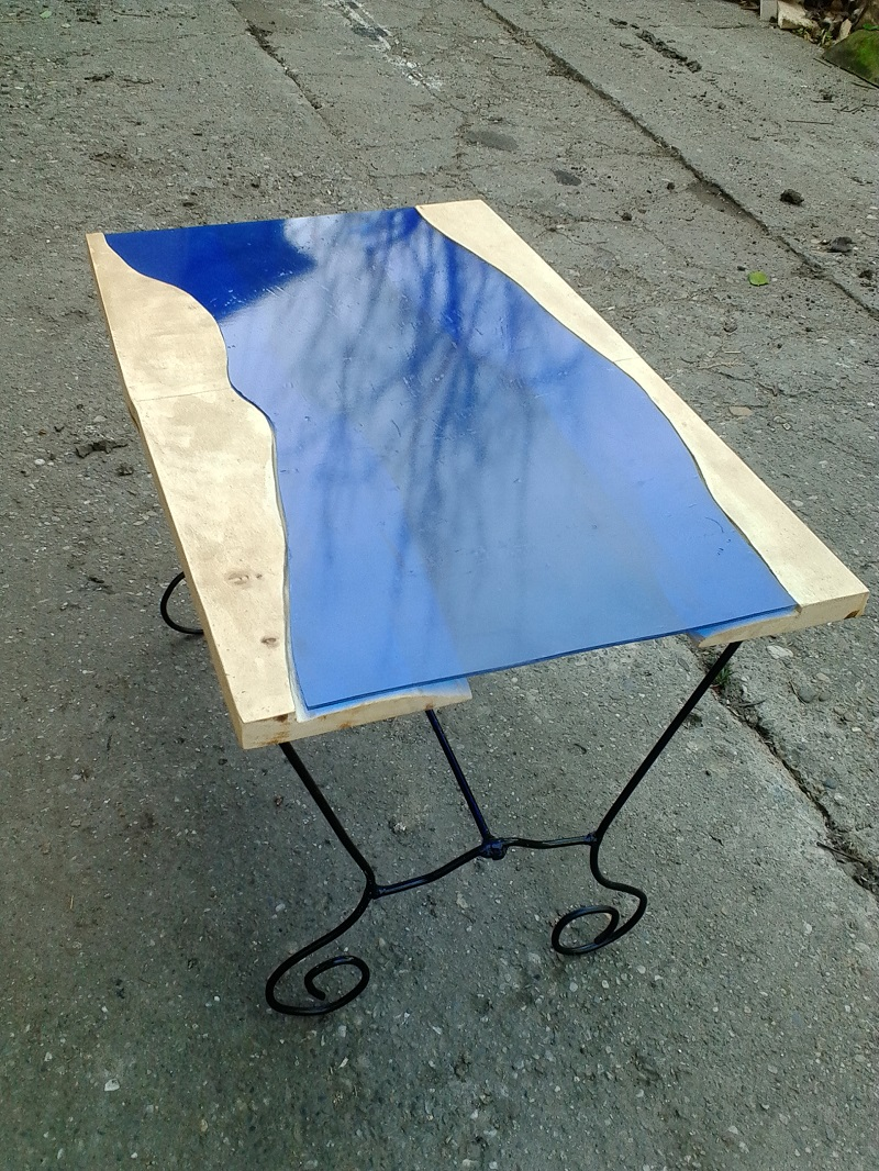 Picture of Apply Blue Film on Cutted Glass