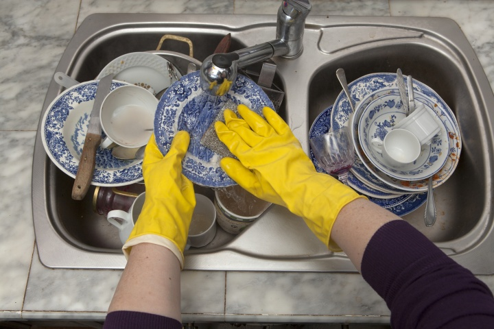 Picture of How to Wash Dishes by Hand