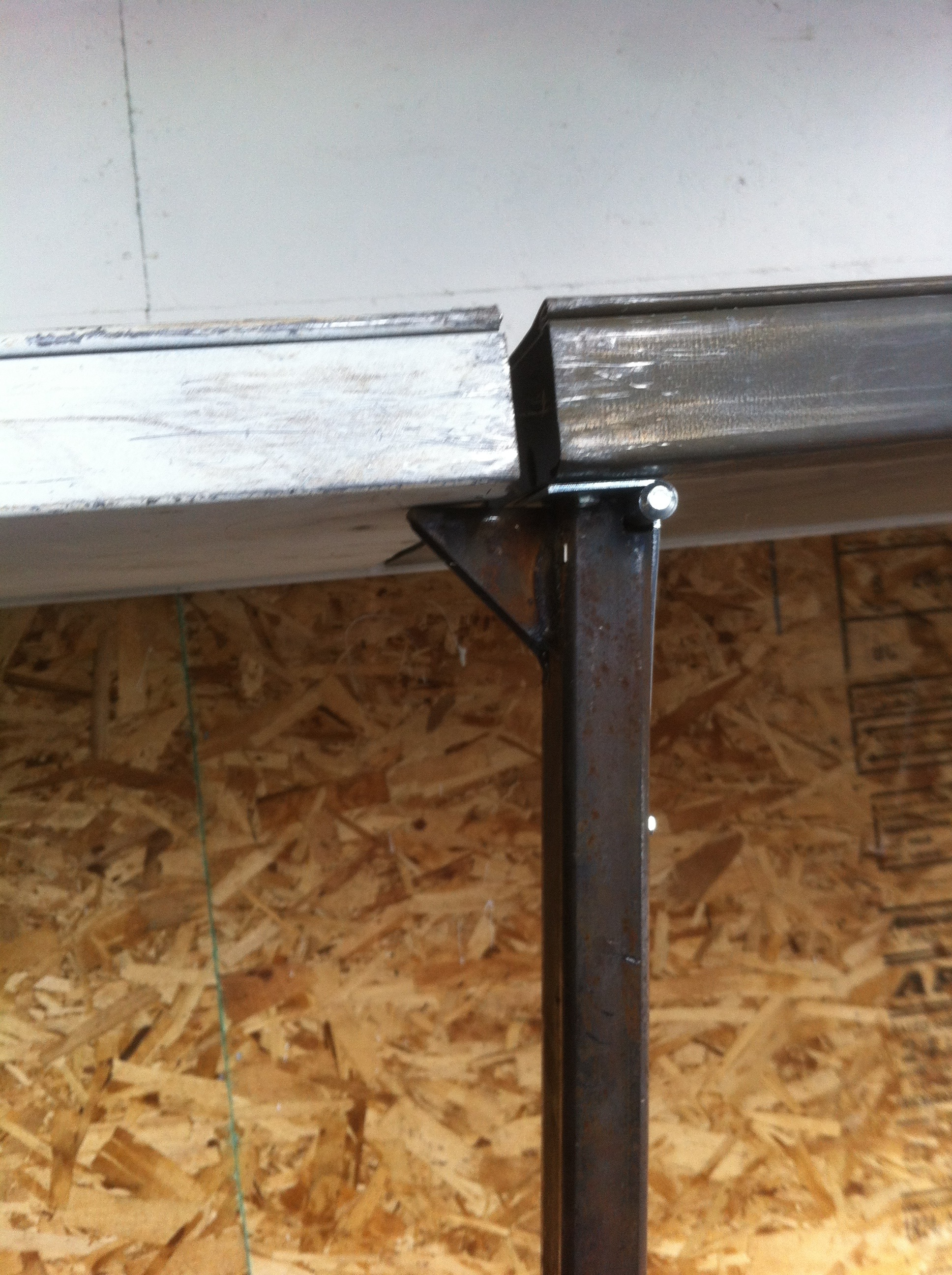 Picture of Attaching the Folding Legs