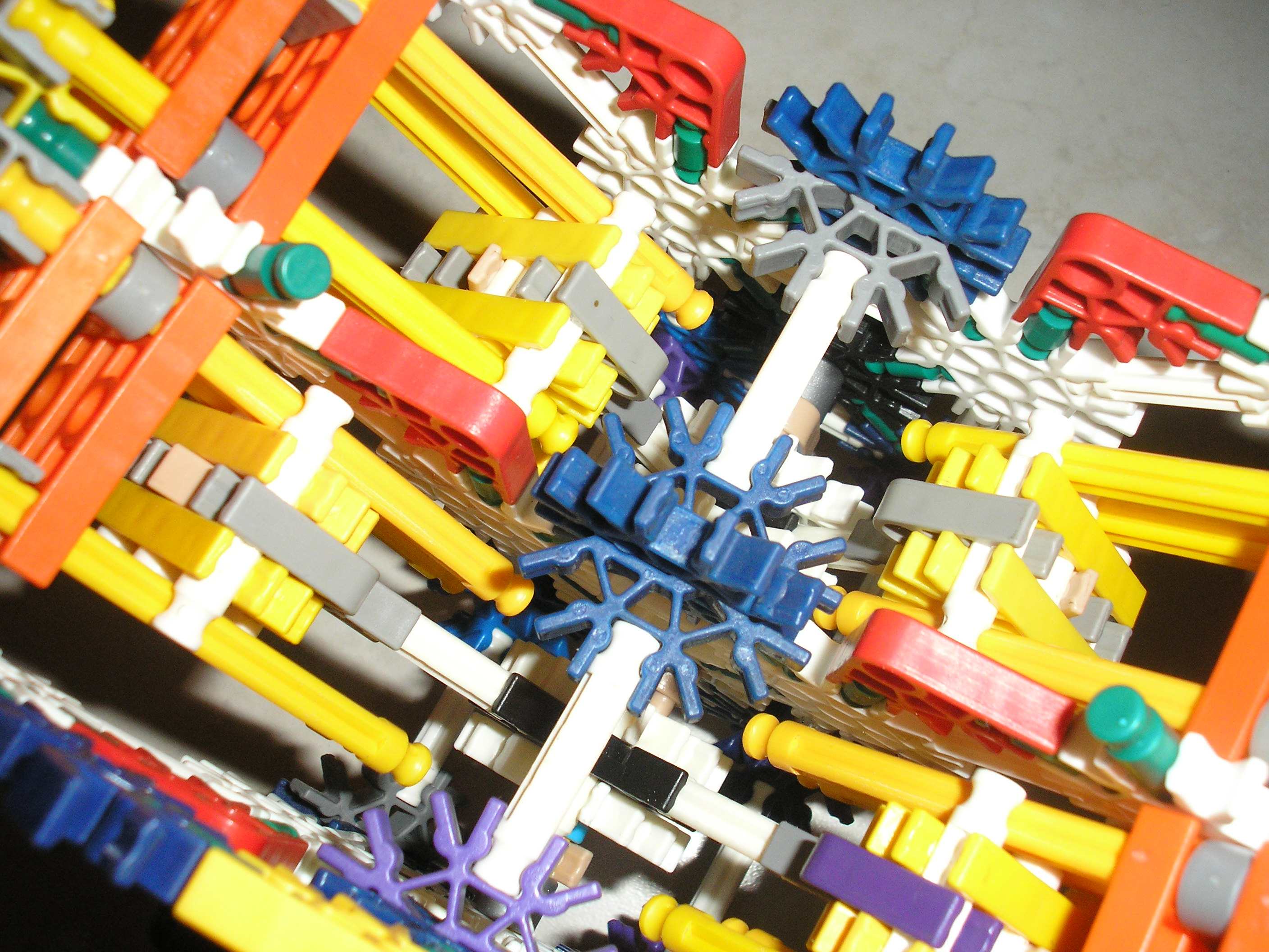 Picture of V4 K'nex Engine, Manageable Amount of Pieces