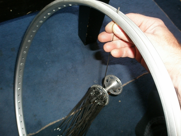 Picture of Lacing the Wheel