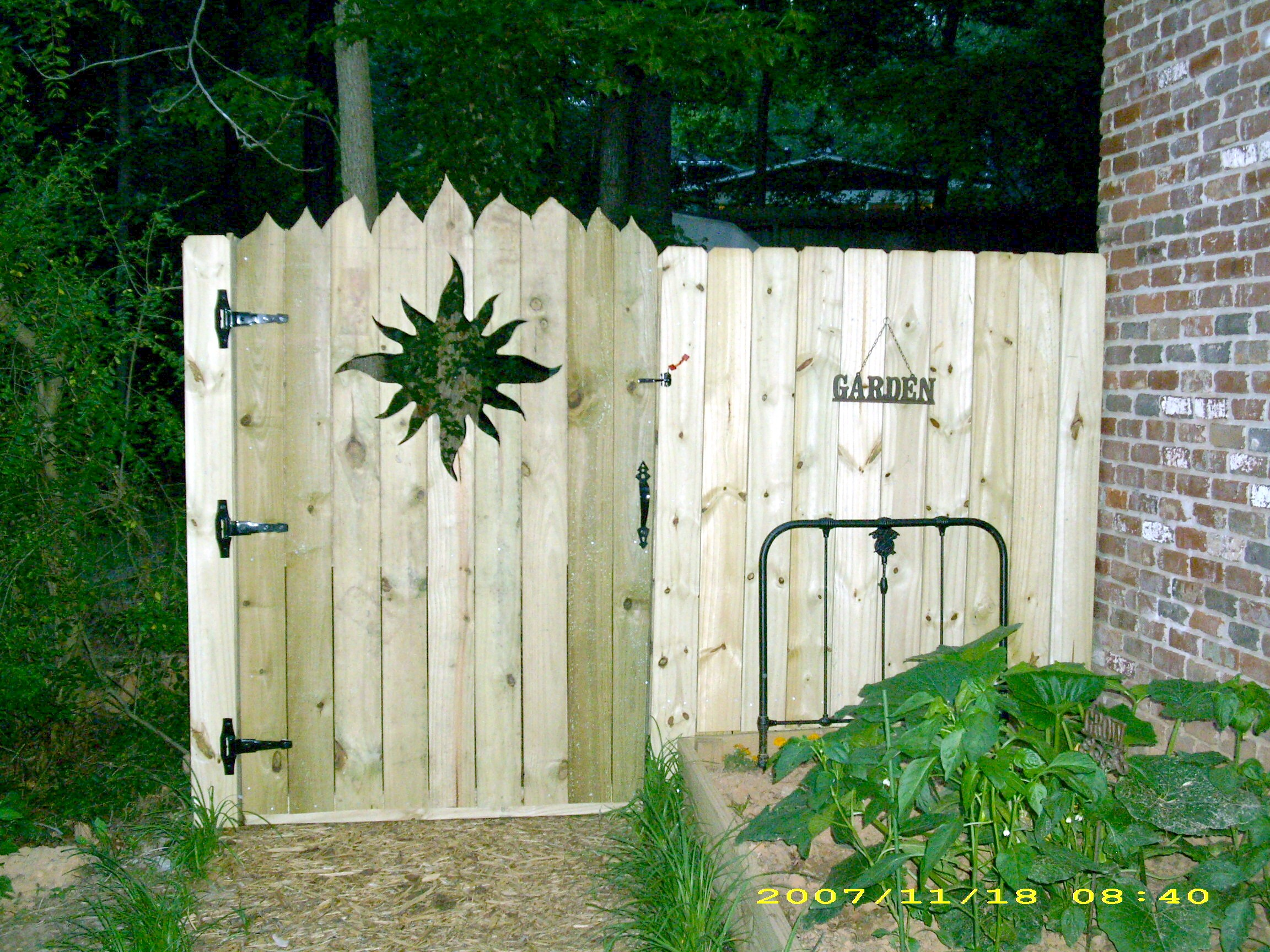 Picture of Privacy Fence Sun Gate