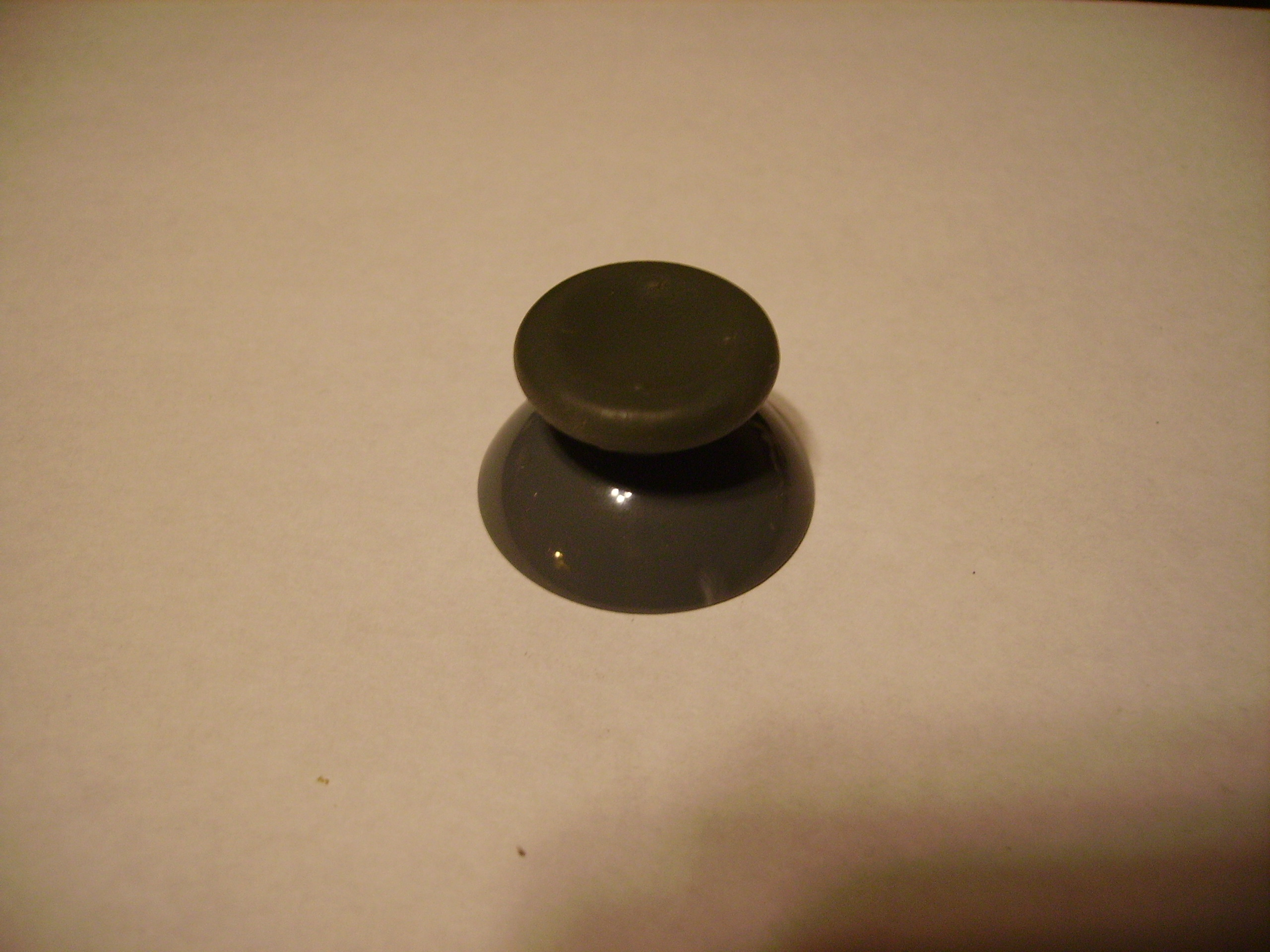 Picture of How to Replace a Broken Analog Joystick on an XBOX 360 Controller.