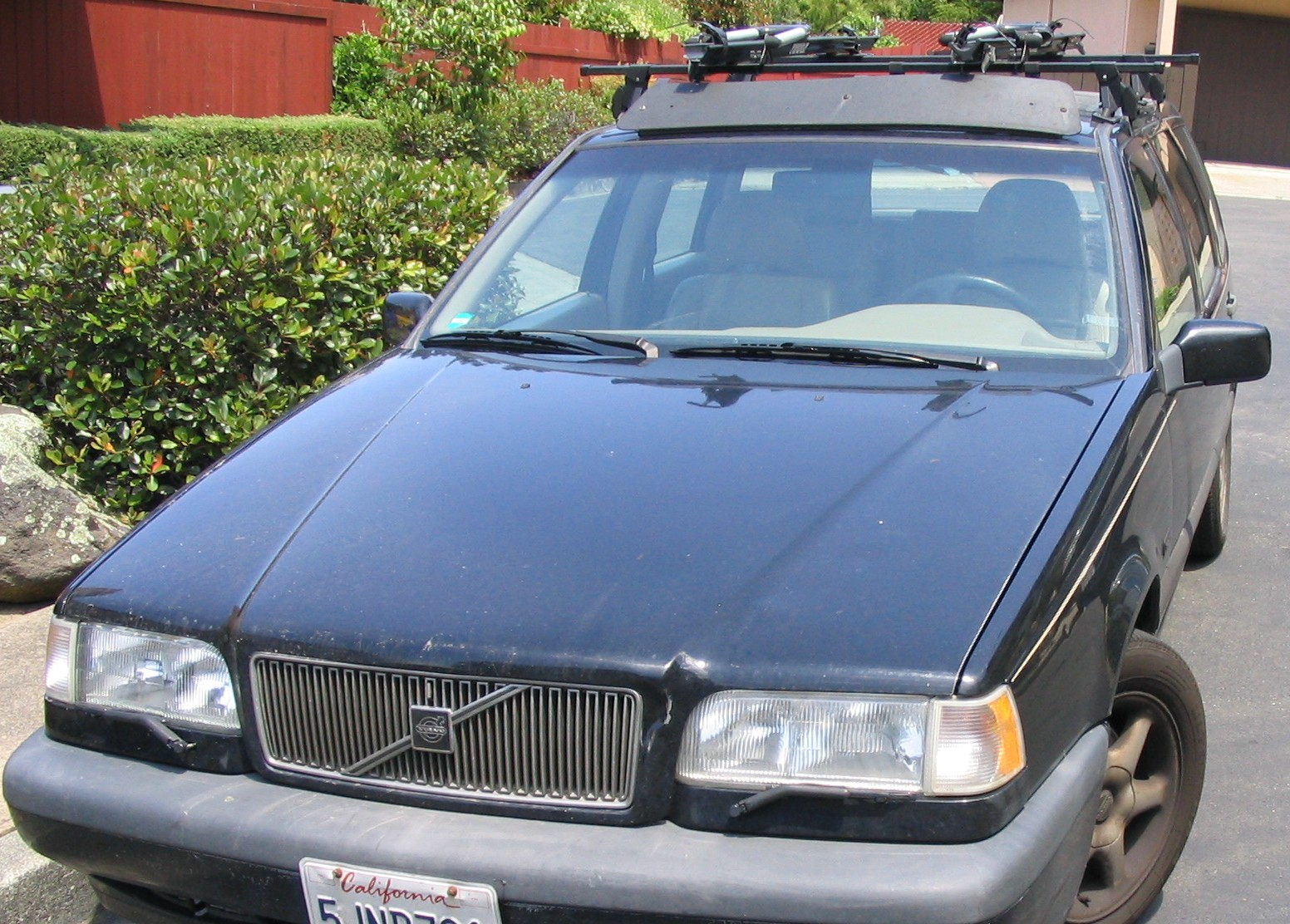 Picture of Fix a Loose Headlight Reflector on a Volvo 850