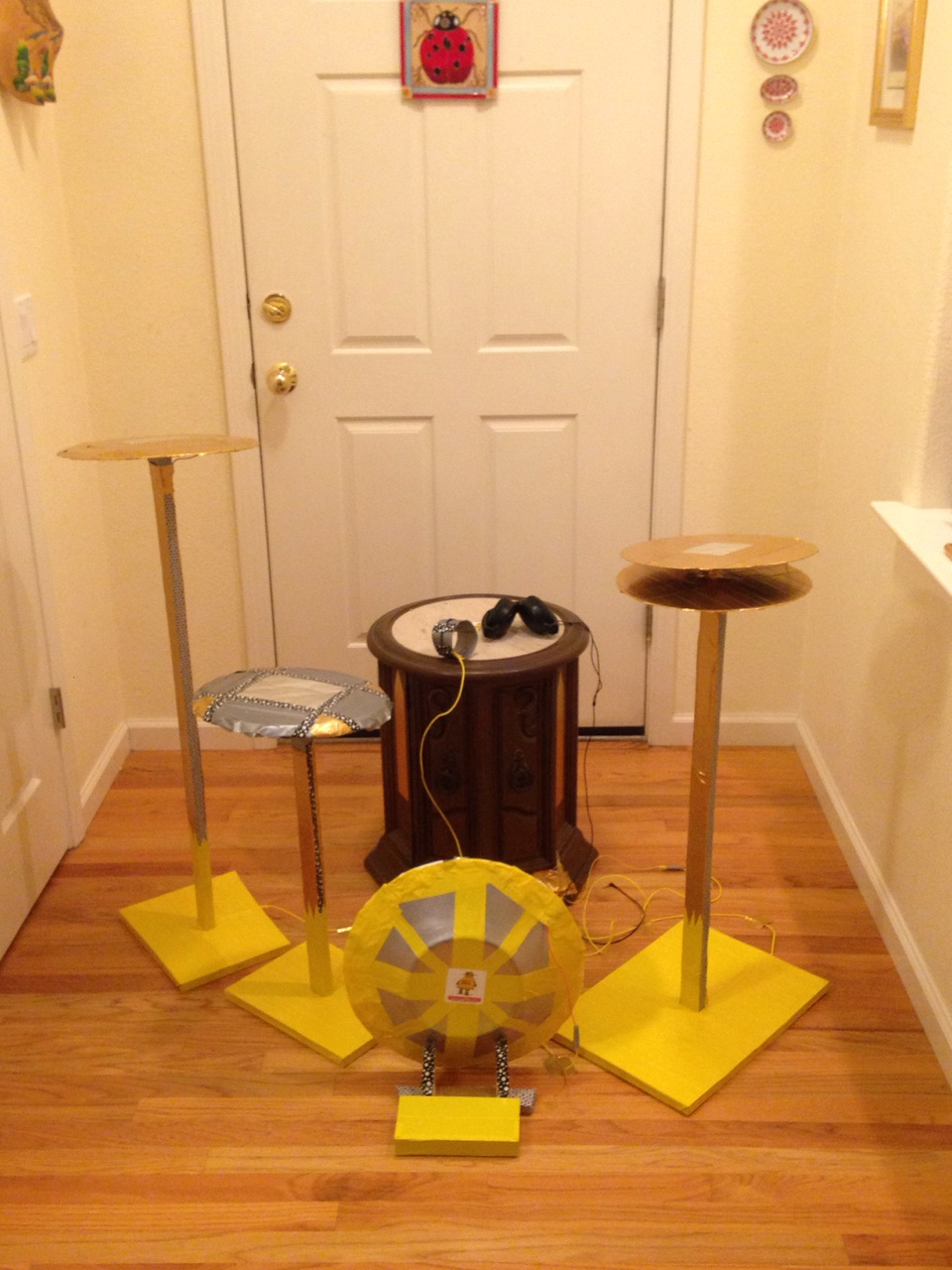 Picture of Set Up the Drum Throne and Drum Set