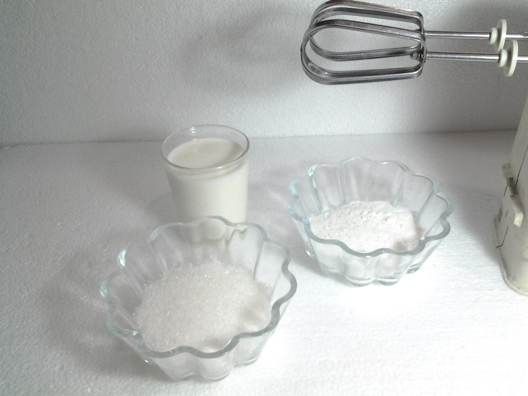 Picture of Chocolate , Vanilla and Mango Cream Preparing