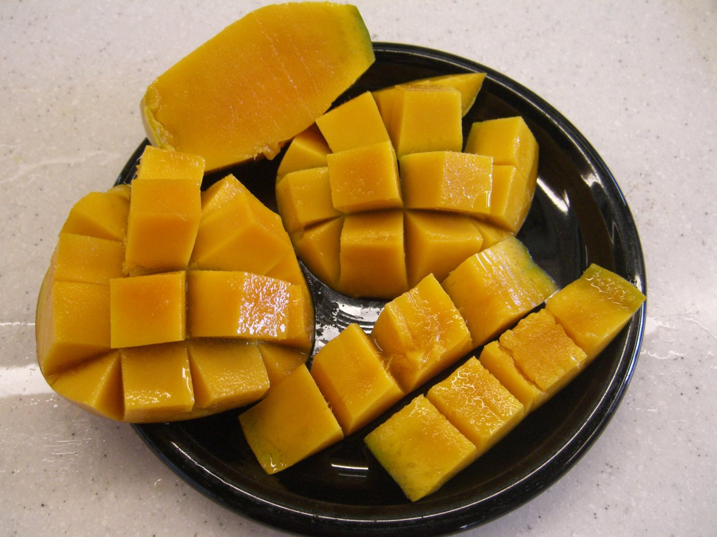 Picture of Slicing a Mango - Hawaiian Style