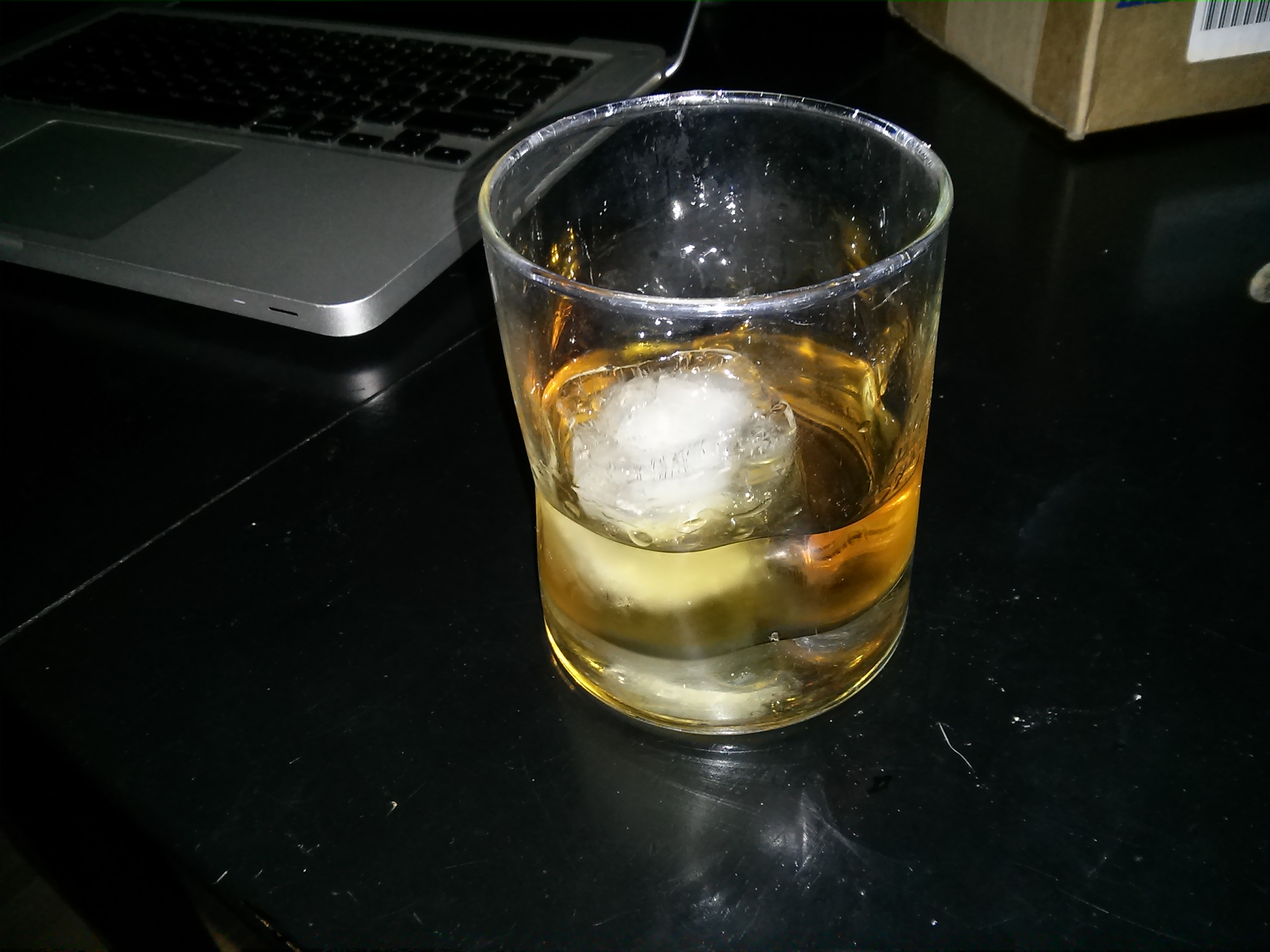 Picture of Easy Large Sized Whiskey Ice Cubes