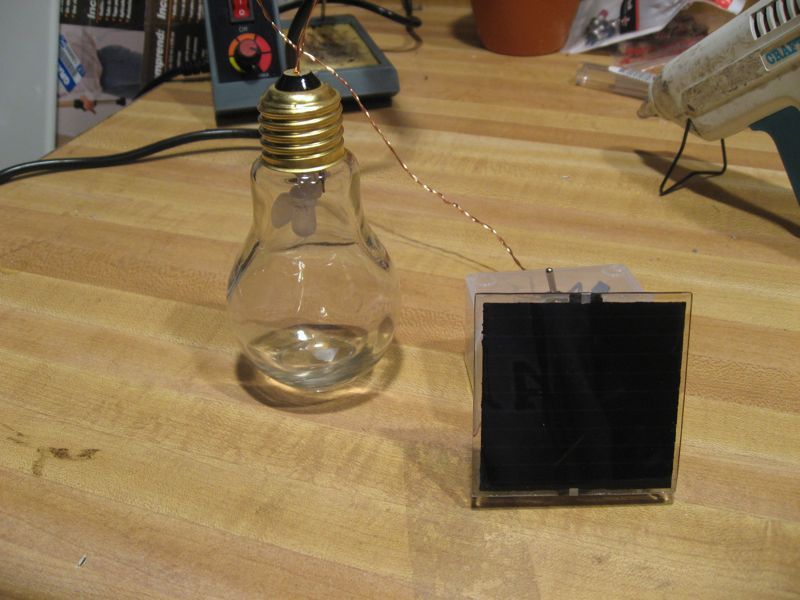 Picture of Solar Dark Detecting LED Light Bulb