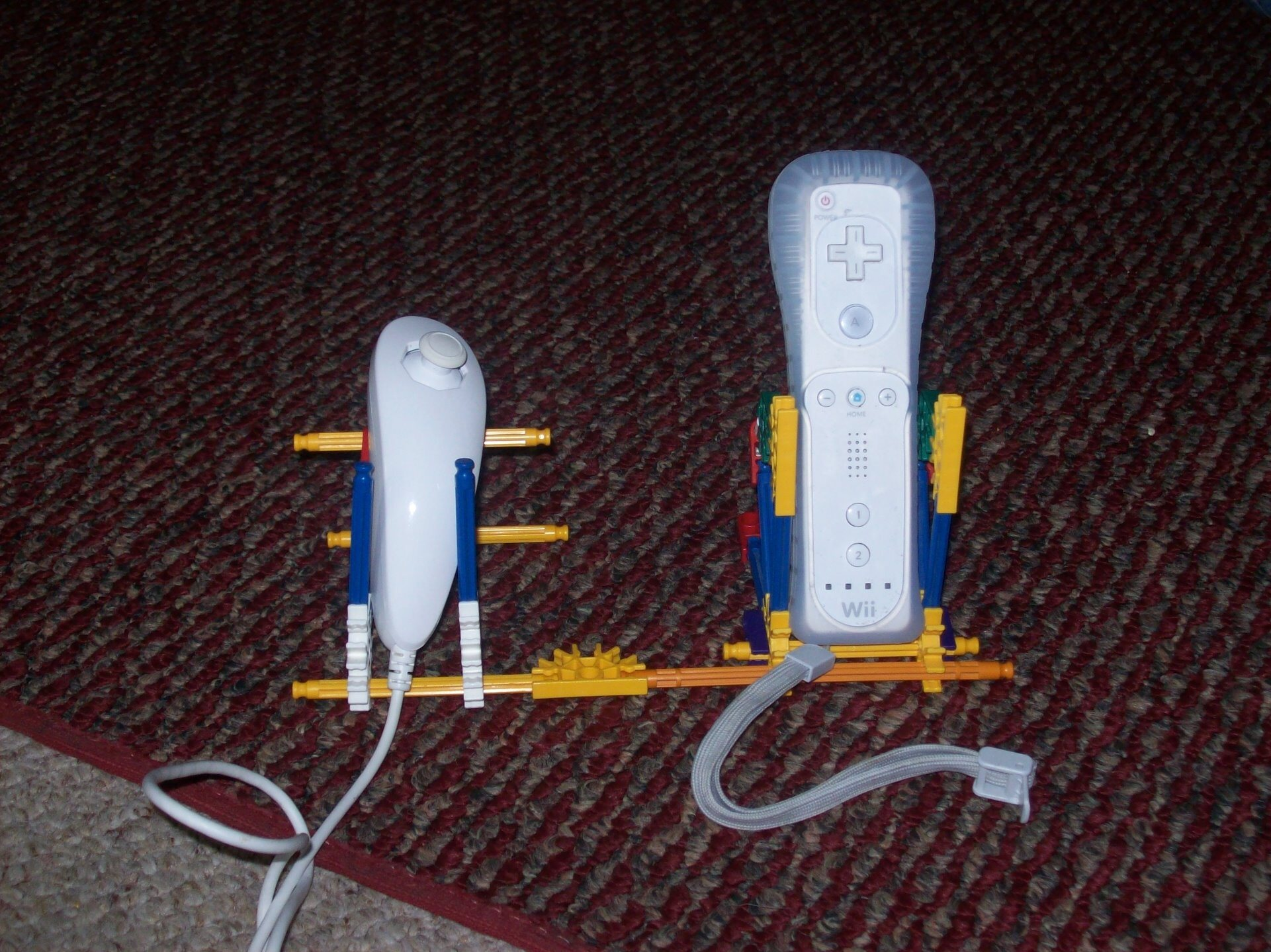Picture of K'nex Wii Controller and Nunchuk Holder