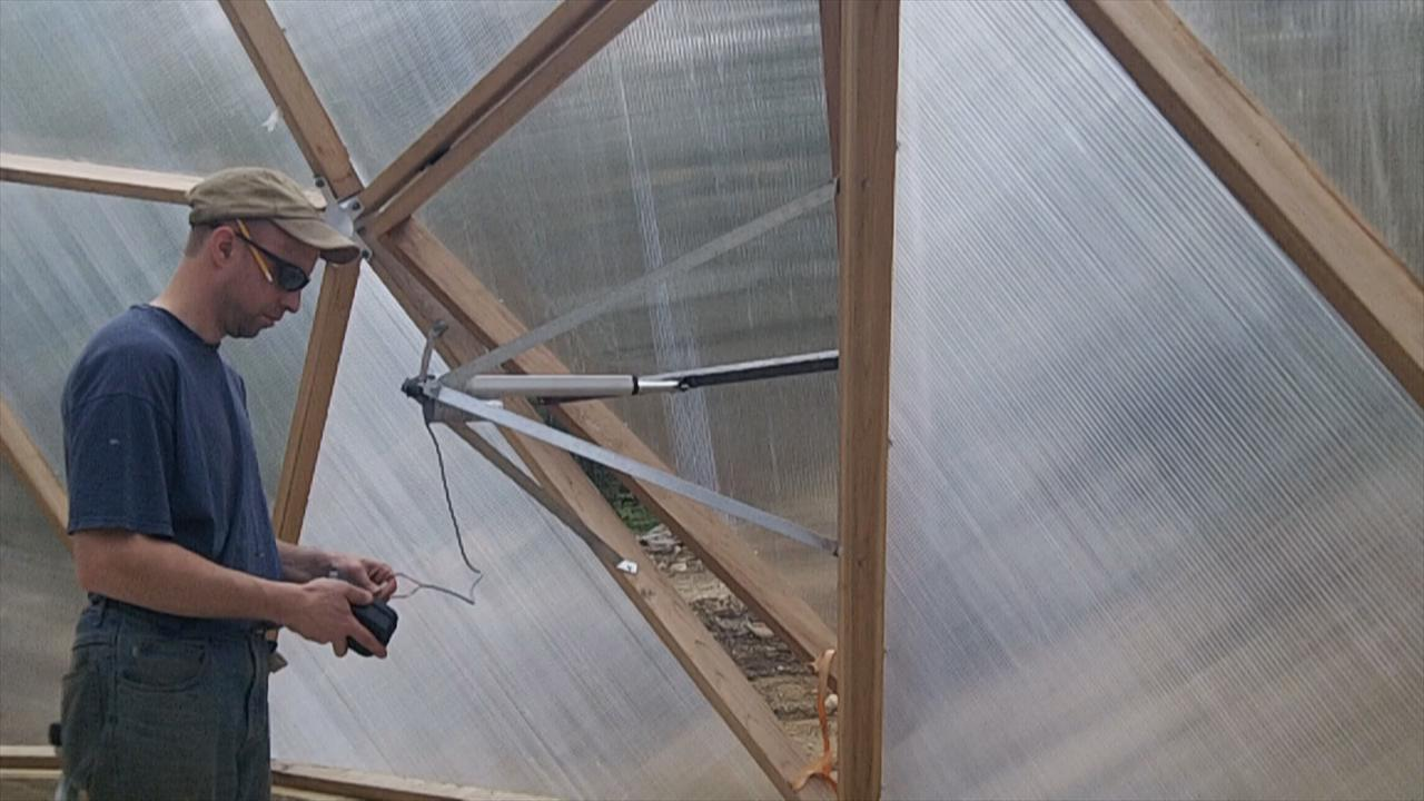 Building a Greenhouse Vent Opener (with Pictures)