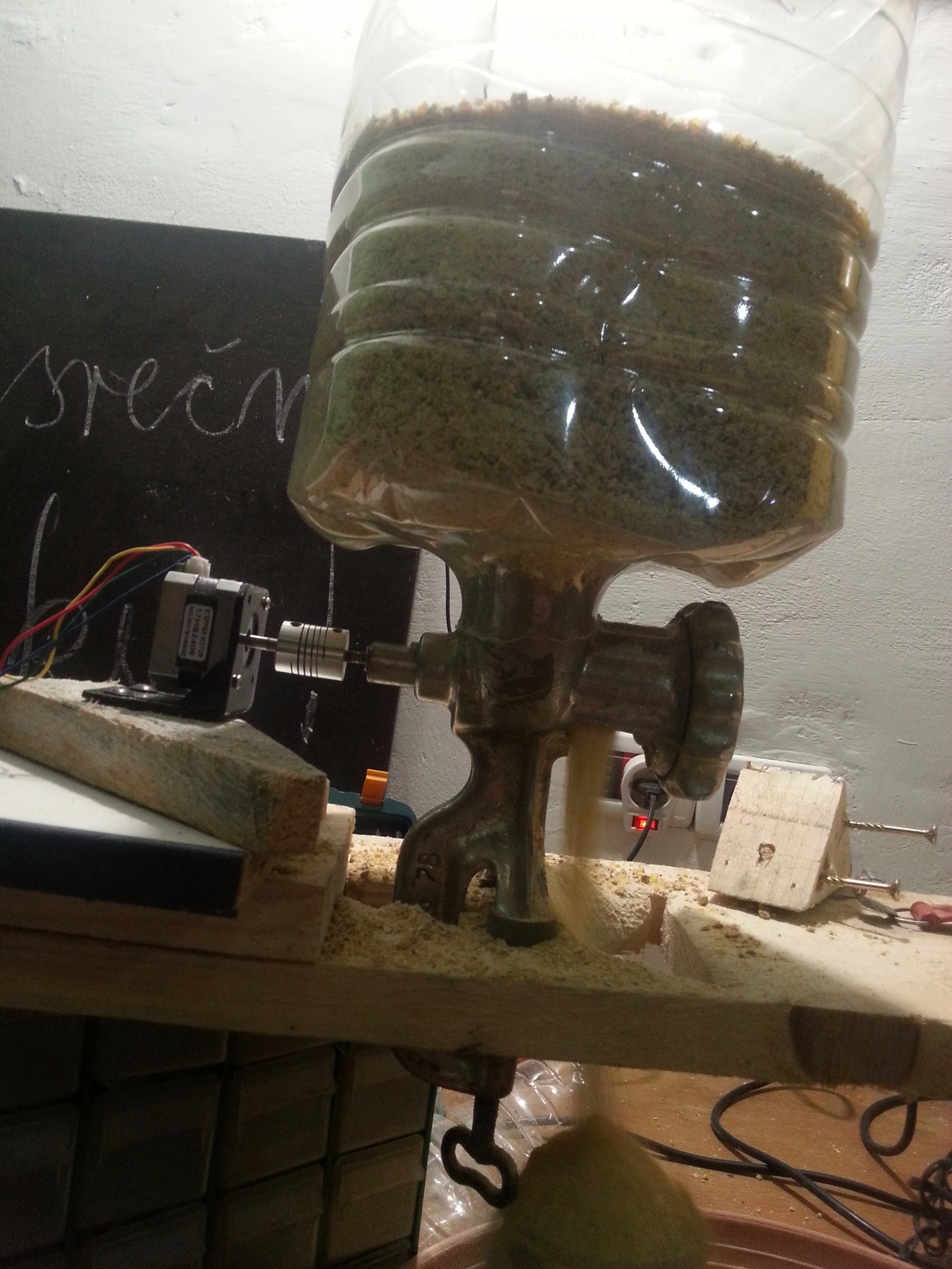 Picture of Turn Your Old MEAT GRINDER Into an Automatic CHICKEN FEEDER