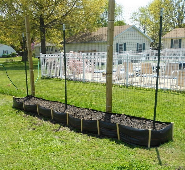 Cheap and Easy Silt Fencing Raised Garden Beds