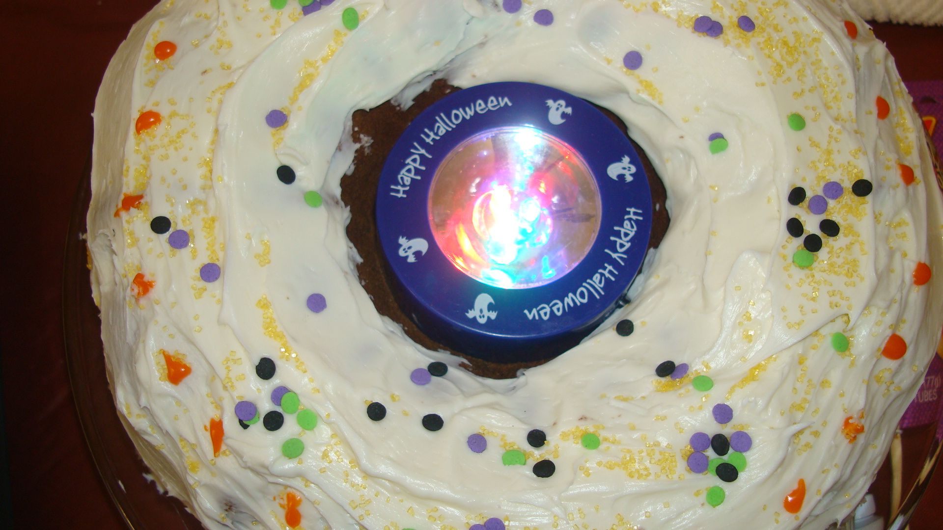 Picture of PLACE CAKE ON ROUND CARDBOARD PROP.