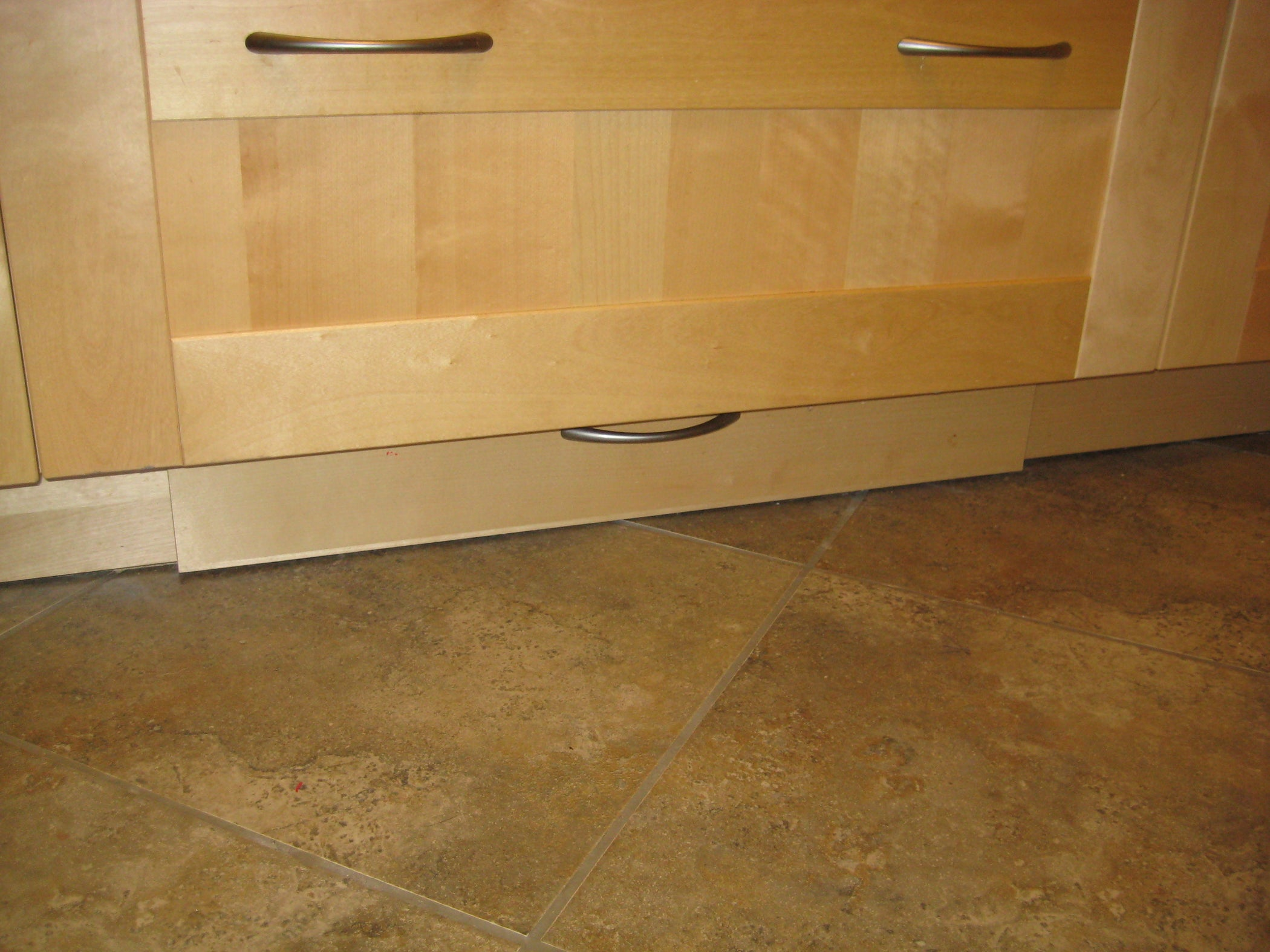 Ikea kitchen toekick drawer 3 steps - Plinthes cuisine ikea ...