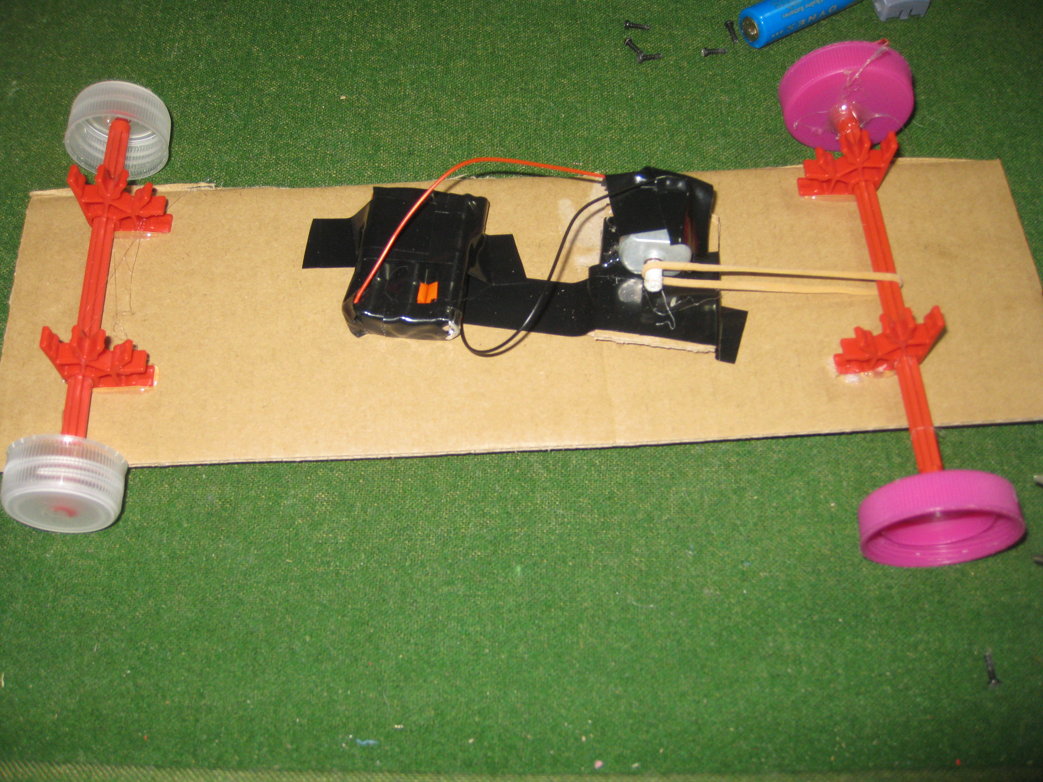 Picture of Two Simple Robots With 1 DC Motor (No Soldering)