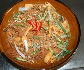 Mee Grob-Fried Rice Noodles in Sweet and Sour Sauce