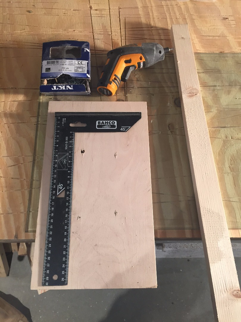 Picture of Quick Bench Hook From Scraps