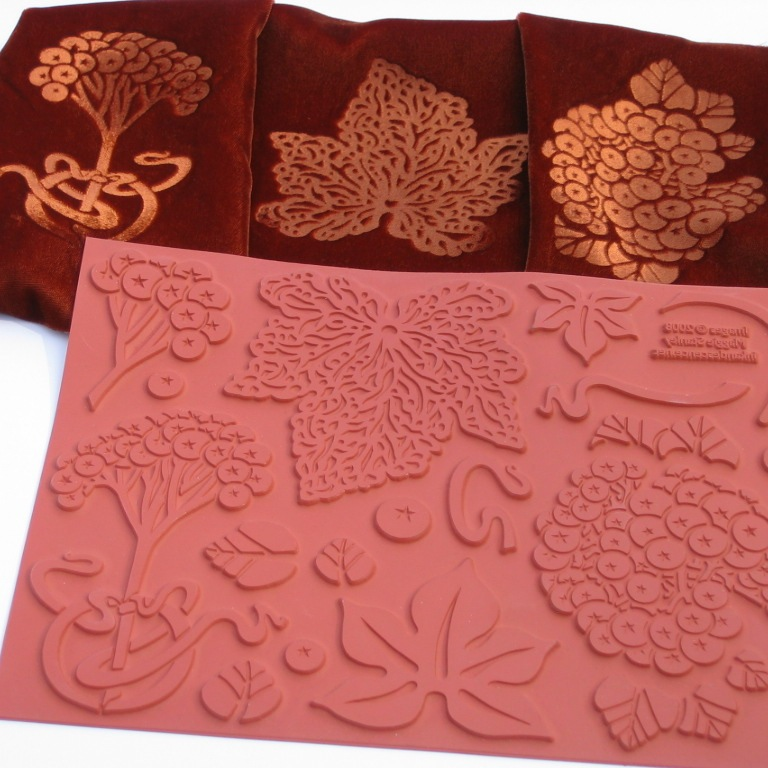 Picture of Emboss Velvet With Rubber Stamps and a Household Iron